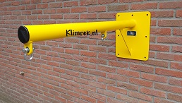 RAL1023-WallySwing®-schommel-muurschommel-schommelbuis-schommelpaal-wandschommel-gevelschommel-klimrek.nl