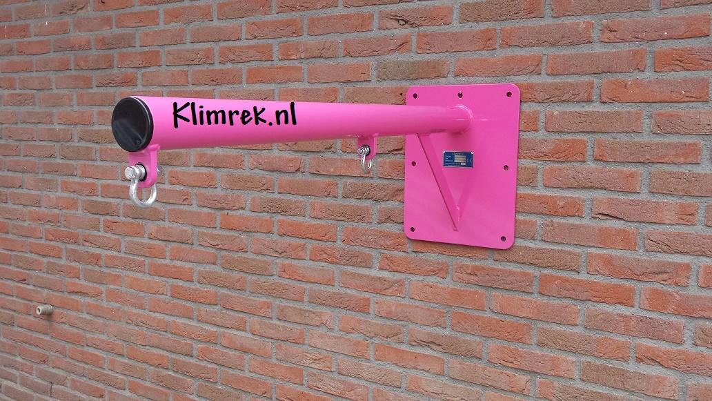 RAL4010-WallySwing®-schommel-muurschommel-schommelbuis-schommelpaal-wandschommel-gevelschommel-klimrek.nl