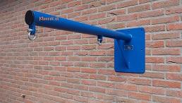 RAL5010-WallySwing®-schommel-muurschommel-schommelbuis-schommelpaal-wandschommel-gevelschommel-klimrek.nl