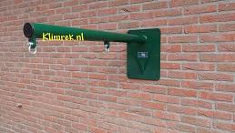 RAL6005-WallySwing®-schommel-muurschommel-schommelbuis-schommelpaal-wandschommel-gevelschommel-klimrek.nl