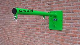 RAL6037-WallySwing®-schommel-muurschommel-schommelbuis-schommelpaal-wandschommel-gevelschommel-klimrek.nl