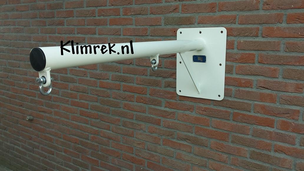 RAL9010-WallySwing®-schommel-muurschommel-schommelbuis-schommelpaal-wandschommel-gevelschommel-klimrek.nl